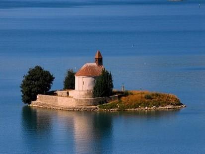 Serre-Ponçon lake