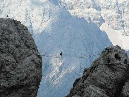 Escalade/Via Ferrata/Parcours Aventure / Tyrolienne / Luge dévale