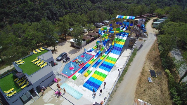 Venez vous éclater au parc aquatique à Eyrieux Camping !