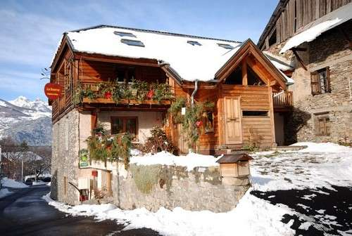 risoul-chambredhote-lasource-exterieur-hiver-585-1266-1441
