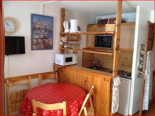 risoul-hebergement-chab-2-25-sejour-coin-cuisine-icardo-10912