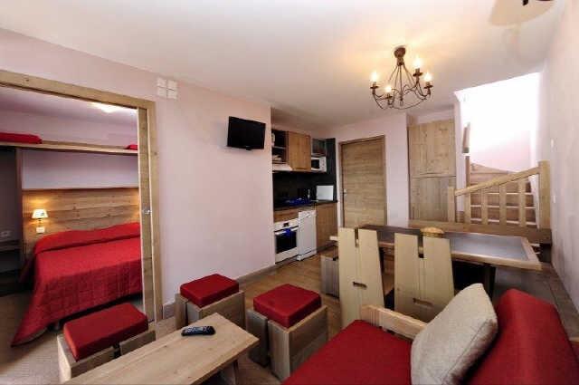 risoul-hebergement-otim-antares-711-chambre-sejour-cuisine-12178