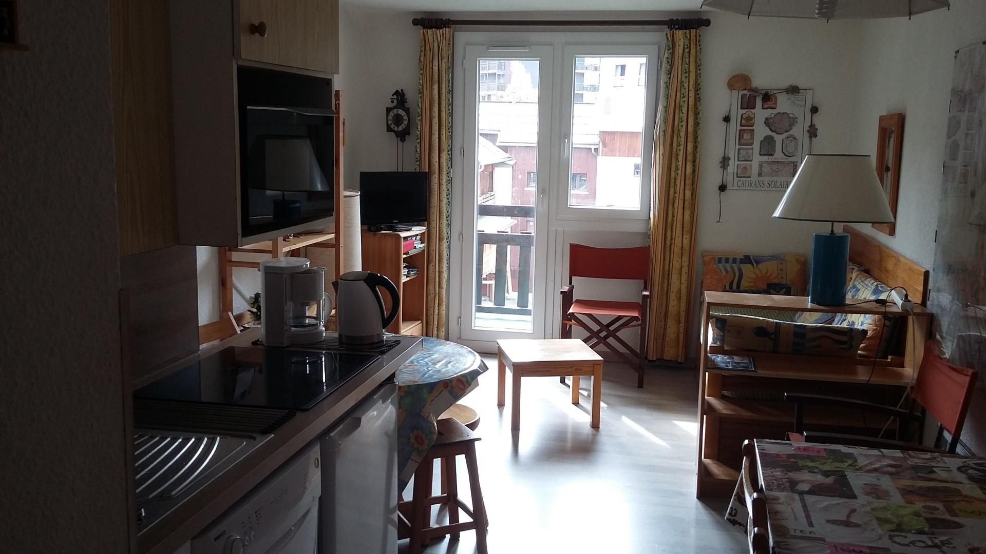 risoul-hebergement-risoul-resa-paulhan-gentianes-cuisine-sejour-12623